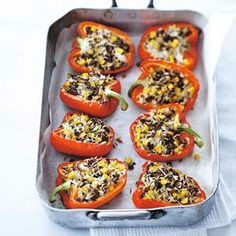 Stuffed peppers with corn - lots of flavor! Filled with ground beef, rice, onions, garlic & corn. Oven Recipes, Lunch Recipes, Dinner Recipes, Cooking Recipes, Healthy Recipes, Summer Recipes, Dinner Ideas, Tapas, Giant Food
