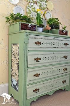 These beautiful old dressers are so well made; they deserve to be made over to enjoy another generation. With some vintage green milk paint and some vintage tin… Diy Dresser Makeover, Furniture Makeover, Dresser Makeovers, Chair Makeover, Green Dresser, Do It Yourself Furniture, Paint Furniture, Furniture Projects, Redoing Furniture