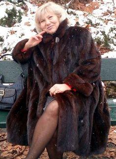 Mink Coats, Fur Coat, Beautiful Women, Furs, Lady, Womens Fashion, Jackets, Snow, Street
