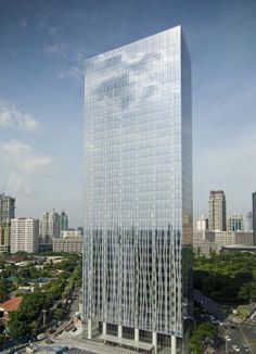 Zuellig Building / SOM - tower located in Manila's Makati Central Business District Tower Building, Building Structure, Building Design, Glass Building, Futuristic Architecture, Beautiful Architecture, Architecture Design, H Design, Facade Design