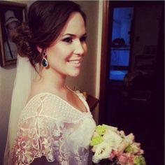 Elaine Baio, noiva linda com brincos Maira Bumachar!!!
