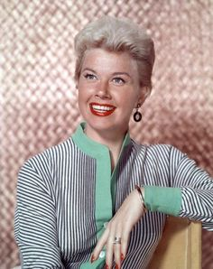 Pictures of Doris Day, Picture Doris Day (born Doris Mary Ann Kappelhoff; April 1922 or is an American actress, singer, and animal rights activist. Hollywood Stars, Golden Age Of Hollywood, Vintage Hollywood, Hollywood Glamour, Classic Actresses, Classic Films, Actors & Actresses, Hollywood Actresses, Dory