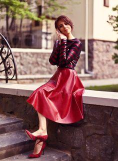 Маятник качнулся - Вкусный блог Оли Лукьянцевой Modest Fashion, Girl Fashion, Womens Fashion, Petite Fashion, Curvy Fashion, Style Fashion, Red Skirts, Cute Skirts, Maxi Skirt Outfits