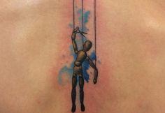 Los tatuajes de marionetas, una visión del control de las clases bajas por las altas esferas - http://www.tatuantes.com/tatuajes-de-marionetas/