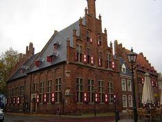 Locatie : Doesburg  Gebouw :  Gemeentehuis Doesburg  Opdrachtgever :  Gemeente Doesburg  Uitgevoerd door : Glazenwasserij Houke v.o.f