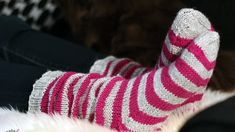 Salainen sukkakaava - LANKAHELVETTI Knitting Socks, Knit Socks, Knitting Projects, Leg Warmers, Slippers, Crochet, Handmade, Inspiration, Diy