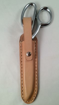 Hard leather case for 7-8 inch scissors. Vachetta veg tanned leather.