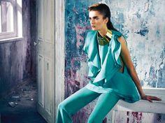 All over turquoise Gucci | Collier torque en métal doré, Lanvin.
