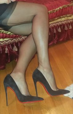 """ffcubanheel: """"boss-71: """" mrblond69: """"Classic..❤ """" """" What sexy stunning nylon covered legs in her classic 5 inch black pumps ❤️ """""""