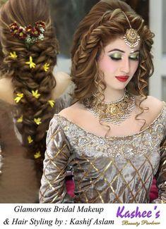 Kashees wunderschöner Braut-Make-up-Schönheitssalon Pakistani Engagement Hairstyles, Bride Hairstyles, Kashees Hairstyle, Pakistani Bridal Makeup, Pakistani Bridal Dresses, Indian Bridal, Front Hair Styles, Curly Hair Styles, Muslim Women Fashion