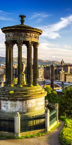 Beautiful view of the city of Edinburgh .       Amazing Photography Of Cities and Famous Landmarks From Around The World