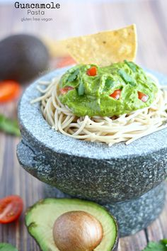 (Avocado) Guacamole Pasta Sauce- The full flavor of guacamole combined with pasta. Avocado and spinach make this sauce special. Vegan Lunch Recipes, Gf Recipes, Delicious Vegan Recipes, Dairy Free Recipes, Baby Food Recipes, Vegan Meals, Pasta Recipes, Dairy Free Alfredo Sauce, Alfredo Sauce Recipe Easy
