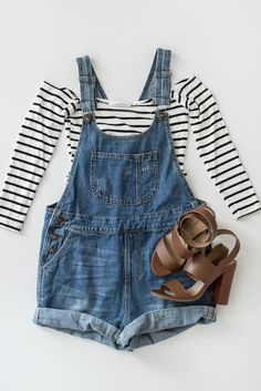 Take a look at the best denim overall spring outfit in the photos below and get ideas for your own outfits! Slightly distressed short denim overalls with rolled up bottom hem. Mode Outfits, Fall Outfits, Summer Outfits, Casual Outfits, Fashion Outfits, Fashion Ideas, Fashion Fashion, Dress Outfits, Woman Fashion