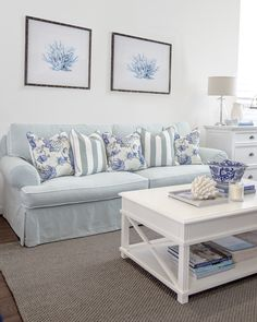 Interior Decoration Styling The post Hamptons Style. Interior Decoration Styling… appeared first on Nenin Decor . Hamptons Living Room, Coastal Living Rooms, Hamptons Bedroom, Living Room Decor Beach, Hamptons Beach Houses, Estilo Hampton, Hamptons Style Decor, Home Interior, Interior Designing
