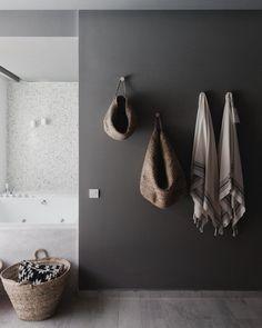 Casa Cook Rhodes Interior by Michael Schickinger & Annabell Kutucu – Design. Bad Inspiration, Decoration Inspiration, Bathroom Inspiration, Interior Inspiration, Bathroom Ideas, Vanity Bathroom, Budget Bathroom, Bathroom Wall, Bathroom Hacks