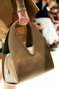 2a4cd52fd #salvatoreferragamo #designerbags Bolsas De Crochê, Bolsas De Grife, Bolsas  De Couro,