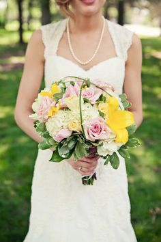 Classic yellow and blush bridal bouquet.   Image by Erin Leigh Studio / www.erinleighstudio.com