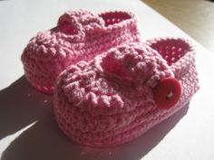 Simple Booties Free Crochet Pattern