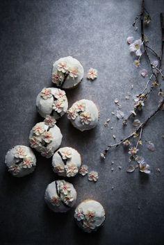 Floral Macarons.