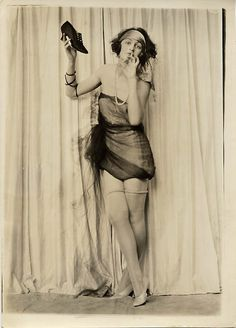 CHARLES SHELDON ART DECO FLAPPER GIRL PHOTO FOX SHOES c.1920