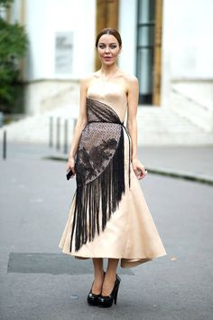 Parisian Chic: Style inspiration from the streets of Paris. See more of our favorite street style looks here! Autumn Street Style, Street Style Looks, Belle Silhouette, Ethno Style, Ulyana Sergeenko, Fashion Designer, Russian Fashion, Parisian Chic, Types Of Dresses