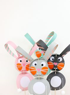 DIY: Papier Hase am Stiel mit herunterladbarer Druckvorlage - von We Like Mondays // WLKMNDYS // Happy Monday DIY //