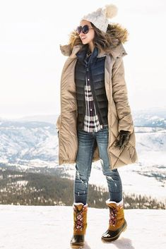 27 Outfits with Snow Boots: The Key Styles to Invest in This Winter Frauen Schneeschuhe Outfit Ideen Bild 6 Winter Mode Outfits, Winter Outfits Women, Winter Coats Women, Winter Fashion Outfits, Winter Snow Outfits, Outfit Winter, Winter Snow Boots, Fashion 2016, Winter Shoes