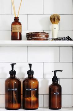 Amber shower bottle DIY Amber shampoo bottle DIY The post Amber shower bottle DIY appeared first on Selber Machen Ideen. Shampoo Bottle Diy, Diy Shampoo, Tresemme Shampoo, Drugstore Shampoo, Shampoo Brush, Homemade Shampoo, Clarifying Shampoo, Homemade Facials, Shampoo Bar