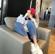 Image about girl in kfashion by elifsu acat on We Heart It Ulzzang Fashion, Asian Fashion, Girl Fashion, Fashion Outfits, Womens Fashion, Grunge Style, Soft Grunge, Korean Girl, Asian Girl