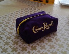 Makeup bag from 2 crown royal bags - upcycle! Crown Royal bag crafts Used this tutorial threebears. Crown Royal Bottle, Crown Royal Bags, Crown Crafts, Diy Crown, Crown Royal Quilt, Royal Pattern, Bottle Bag, Zipper Bags, Make And Sell