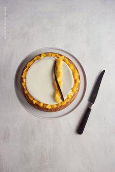 entremets (sablé breton noix de coco, crémeux vanille et dés de mangue) French Patisserie, Mini Tart, Fruit Tart, Baking And Pastry, French Pastries, Eat Dessert First, Love Cake, Pop Tarts, Cake Decorating