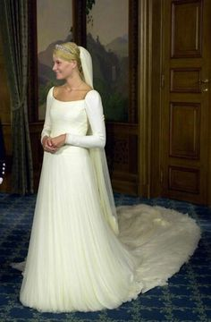 Portrait of the bride taken in the Bird Room, the Royal Palace in Oslo; wedding of Crown Prince Haakon of Norway and ms. Mette-Marit Tjessem Høiby, August 25th 2001
