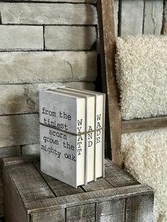 34 Beautiful Porch Wall Decor Ideas to Make Your Outdoor Area More Welcoming - The Trending House Farmhouse Books, Farmhouse Decor, Farmhouse Style, Country Decor, Modern Farmhouse, Old Book Crafts, Craft Books, Porch Wall Decor, Mighty Oaks