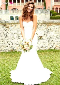 Skromna a zarazem bardzo kobieca suknia ślubna - Podoba Wam się?