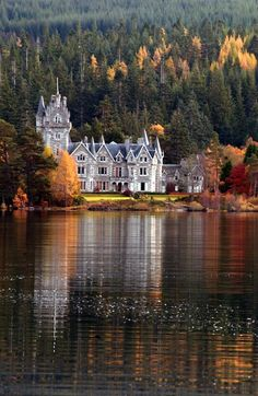 Ardverikie Castle in Loch Laggan, Scotland during the fall. #travel #Scotland #autumn #castles