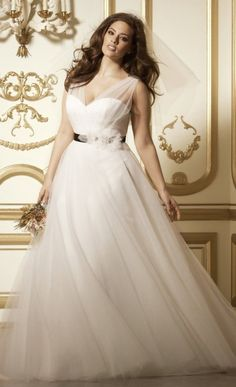 Simple Wedding Dresses If you are a curvy bride, this roundup is for you because it's full of gorgeous plus size wedding dresses! Don't be afraid of any types of gowns, show . Wedding Dresses For Curvy Women, Plus Size Wedding Gowns, Sexy Wedding Dresses, Wedding Dress Styles, Bridal Dresses, Wedding Dressses, Ivory Dresses, Wedding Outfits, Vintage Dresses