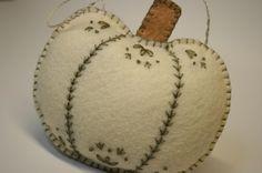 ru / Photo # 14 - Ideas of felt - Felt Embroidery, Felt Applique, Fall Sewing, Autumn Crafts, Fall Felt Crafts, Felt Christmas, Christmas Trees, Christmas Christmas, Felt Decorations