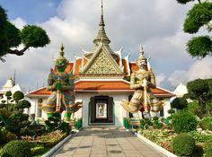The Giant Guardian at Wat Arun Ratchawararam Ratchawaramahawihan ( Temple of Dawn). Bangkok, Thailand.
