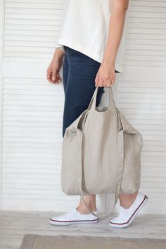 This natural linen bag is roomy enough for your days carry, shopping, market, sc. Sacs Design, Diaper Bag, Linen Bag, Wholesale Handbags, Fabric Bags, Shopper Bag, Models, Canvas Tote Bags, Crossbody Bag