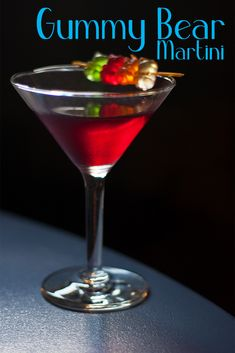 Gummy Bear Martini It's sweet, it's fun, and it's so easy. The Gummy Bear Martini is a darling little fruit vodka cocktail that includes a candy garnish, of course! Alcohol Drink Recipes, Martini Recipes, Cocktail Recipes, Gummy Bear Cocktail Recipe, Margarita Recipes, Pina Colada, Fun Cocktails, Cocktail Drinks, Lemonade Cocktail