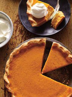 Pumpkin pie (the best) pies pies recipes dekorieren rezepte Classic Pumpkin Pie Recipe, Pumpkin Pie Recipes, Köstliche Desserts, Dessert Recipes, Beste Desserts, Ricardo Recipe, Food Network Canada, Pumpkin Dessert, Winter Food