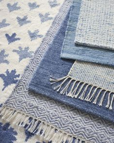 Shop the Serena & Lily rugs collection today & choose from a beautiful selection of area rugs, wool unique rugs, natural rugs & contemporary rugs, for indoors & out. Bedroom Design, Coastal Bedroom Decorating, Rugs, Living Room Designs, Nautical Bathrooms, Coastal Bedrooms, Blue And White Rug, Nautical Bathroom Decor, Coastal Bedroom