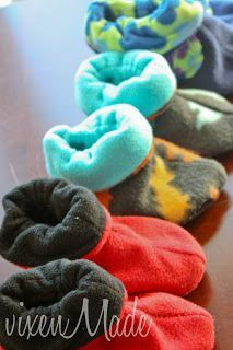 by Rae: Dragon Slippers Sew your kiddos some fleece booties before the weather gets chilly!Sew your kiddos some fleece booties before the weather gets chilly! Diy Clothes No Sewing, Men Clothes, Barbie Clothes, Fabric Crafts, Sewing Crafts, Fleece Projects, Fall Projects, Diy Projects, Diy Bebe