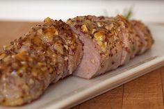 Per il pranzo di Pasqua, dopo una teglia di delicate crespelle agli asparagi ( porterò in tavola un filetto di maiale al forno, che non richiederà molti sforzi, ma avrà senz'altro l'acc…