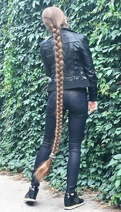 Get your dream hair length: 2 egg yolks 2 tablespoons coconut oil 1 cup of water! Really Long Hair, Super Long Hair, Pretty Hairstyles, Girl Hairstyles, Wedding Hairstyles, Braids For Long Hair, Beautiful Long Hair, Beautiful Outfits, Dream Hair