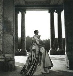 Total glamour!  Dior 1948/Ph. Clifford Coffin
