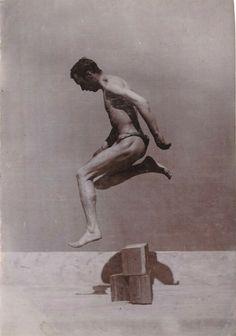 Vintage Photo Albumin Man Gay Boy Sport Nude Portrait in Bewegung um 1890 Nude Portrait, Vintage Photos, Greek, Gay, Statue, Sport, Erotica, Deporte, Old Photos