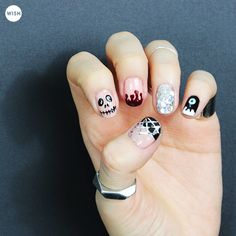[Wishtrend TV] Are you finding an easy Halloween nail design? <3 See the whole tutorial here. #halloween #halloweennails #halloweennailart #halloweennaildesign