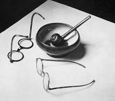 Andre Kertesz - Mondrian's glasses and pipe. Paris, 1926