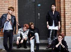 Members of EXO Enjoy a Fine Day in Berlin   Soompi